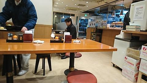 金町うどん:店⑤店奥から店内200131