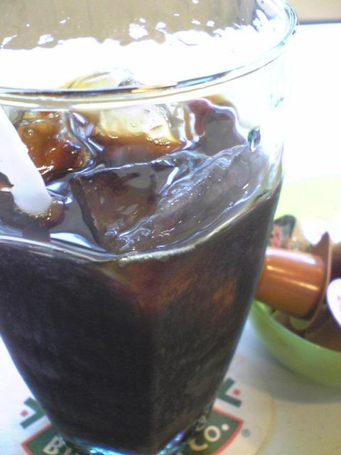 CROSSROAD CAFE:③アイスコーヒー300円全景100911