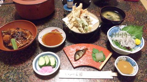 いづみ荘:夕食①全景120915