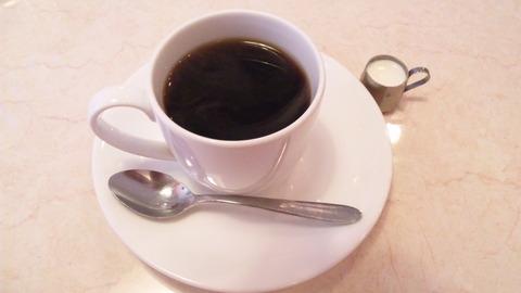 喫茶マリーナ:①ホットコーヒー350円全景110403