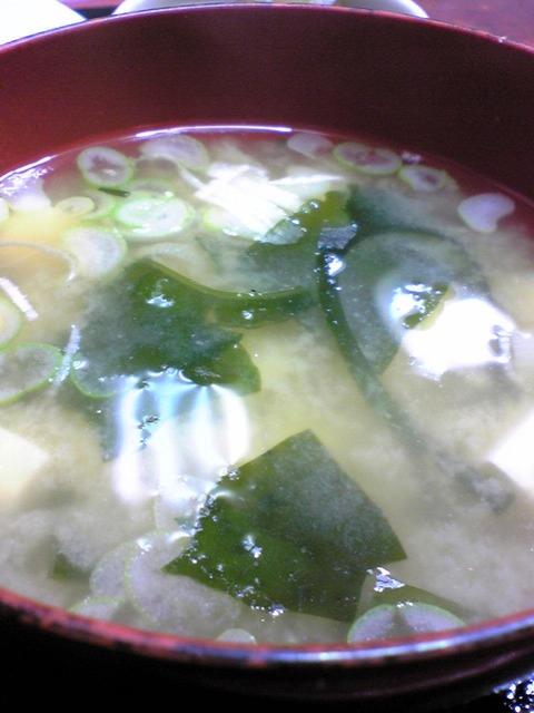 金波食堂:④豆腐若布味噌汁拡大100914