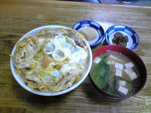 椎橋食堂:?上カツ丼650味噌汁120全景100619