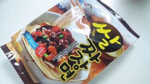 ソウル市場:①アッシジャジャン麺袋姿120501
