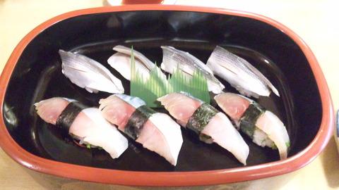 三松寿司:①小肌四貫と鯖四貫全景120923