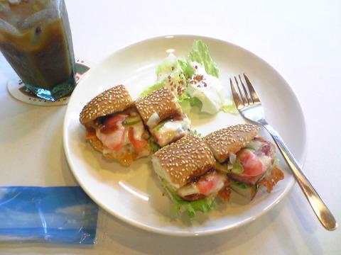 CROSSROAD CAFE:①スパムドック550円全景100911