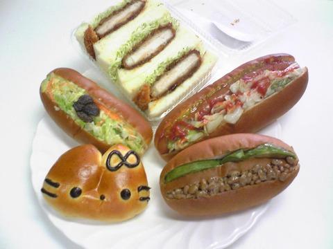 ユッカのパン:?パン5種皿に載せて全景100624