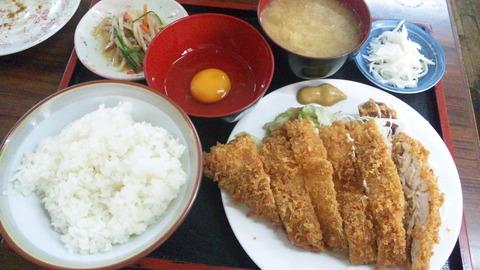 倉井ストアー:①特大チキンカツ定食600全景161007