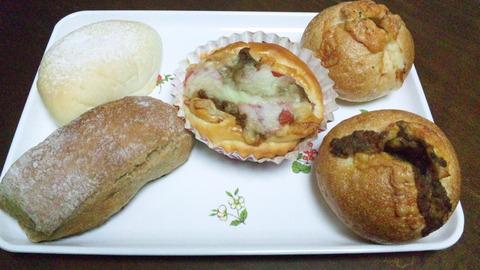 セキネベーカリー:①パン5種全景121027