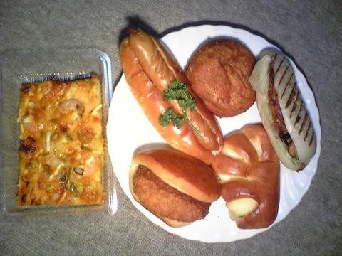 ミサキベーカリー:�パン6つ全景100215