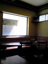 讃岐うどんたち花:店�奥の大テーブル席070916.jpg
