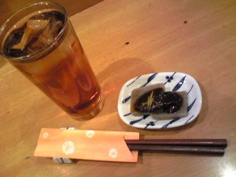 魚菜:�烏龍ハイ420円とお通し全景091122