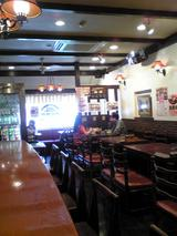 レストランカタヤマ:店�テーブル席090429.jpg