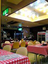 洋食大吉:店内�厨房方向06-03-12