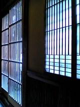 桃林堂:店�桟敷後の引き戸と窓06-06-03_14-41.jpg