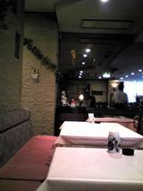 フレスカ:店�カウンター席後のテーブル席070630.jpg
