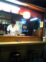 うな辰:店�厨房カウンター席入口付近とご主人06-06-05_19-28.jpg