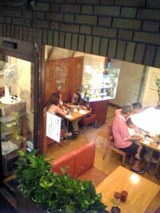 共栄堂:店�階段から見下ろせる店内06-08-14_19-15.jpg