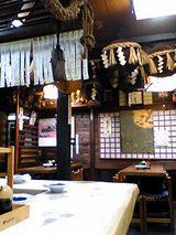 七福神岩手屋:店内�カウンター向こうのテーブル席06-03-08