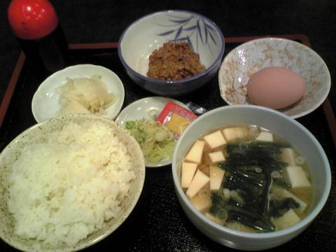 琴ひら:�納豆定食740円巨大全景081110.jpg