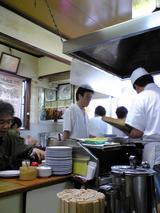 亀戸餃子本店:店�焼き場の様子070923.jpg