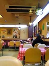 洋食大吉:店内�最奥のテーブル席06-03-12