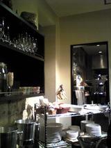 Rossobianco:店�ビュッフェと厨房出入口090205.jpg