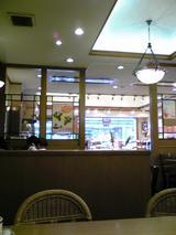 志津屋四条店:店�喫茶部から販売店方向091231