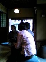 桃林堂:店�桟敷奥から入口方向06-06-03_14-41.jpg