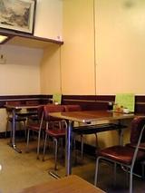 スヰートポーヅ:店�入口左手テーブル席06-08-18_16-35.jpg