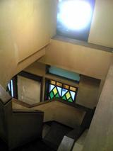 珈琲屋ハロー:店�2階への階段081116.jpg