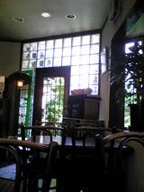 カフェ雲水:店�奥テーブル席から入口方向090429.jpg