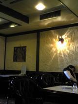 カフェ・サンパウロ:店�店右奥から入口左手090426