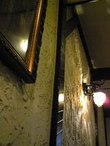 カフェ・サンパウロ:店�凝った葡萄の房の灯090426