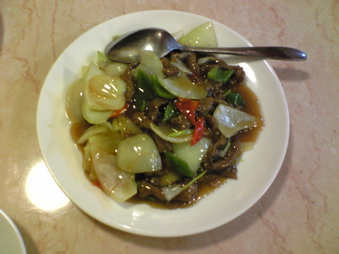 広華:�牛肉のオイスターソース炒め980円全景100213