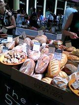 06-07-20_12-36路上のパン屋台