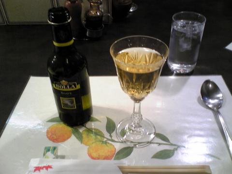 グリル佐久良:�白ワイン1000円巨大全景081112.jpg