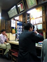 岩手屋本店:店内�カウンター左側06-04-05