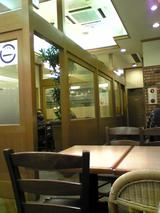 志津屋四条店:店�喫茶奥のテーブル席091231