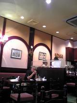 のぶCafe:店�入口左手テーブル席奥側070829.jpg