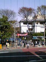 伊豆栄本店:店�店内�2階窓際小上がり席から06-04-01
