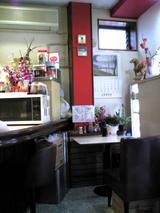 キッチンふじ:店�窓際テーブル席071016.jpg
