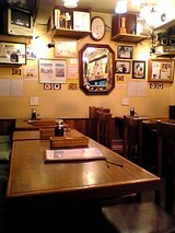 グリルビクトリヤ:店内�テーブル席06-01-26