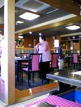 伊豆栄本店:店�店内�2階テーブル席06-04-01