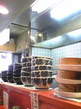 中川千寿:店�カウンターに並ぶ丼090418.jpg