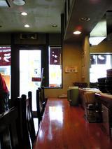 中川千寿:店�カウンター席と入口090418.jpg