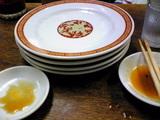 亀戸餃子本店:�亀戸餃子四皿で1000円070923.jpg