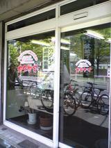 レストランカタヤマ:店�店横の専用待合室090429.jpg