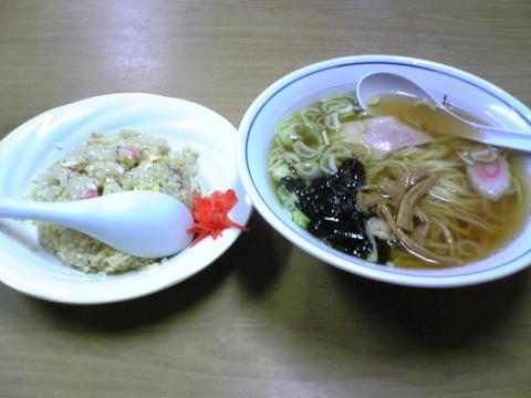 ヨット食堂貝地支店:�ラーメン350炒飯500全景100224