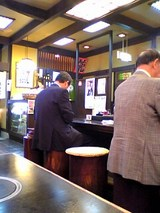 近江家:店�レジと大テーブル席06-06-09_11-55.jpg