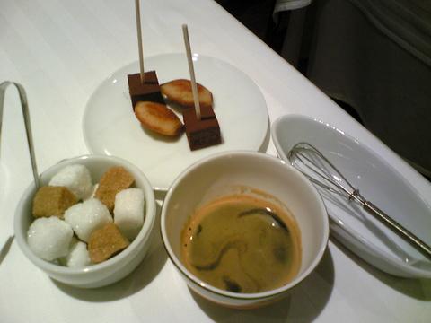 オマージュ:�ポワヴラード3675食後コーヒー全景091219